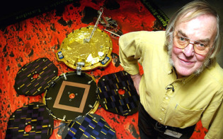 Britain's Professor Colin Pillinger stands in front of a model of the Mars Express spacecraft. Credit@paultownsendviaflickr.com