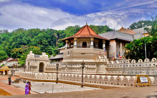 Temple of the Tooth Relic, Kandy Credit@yimhafizviaflickr